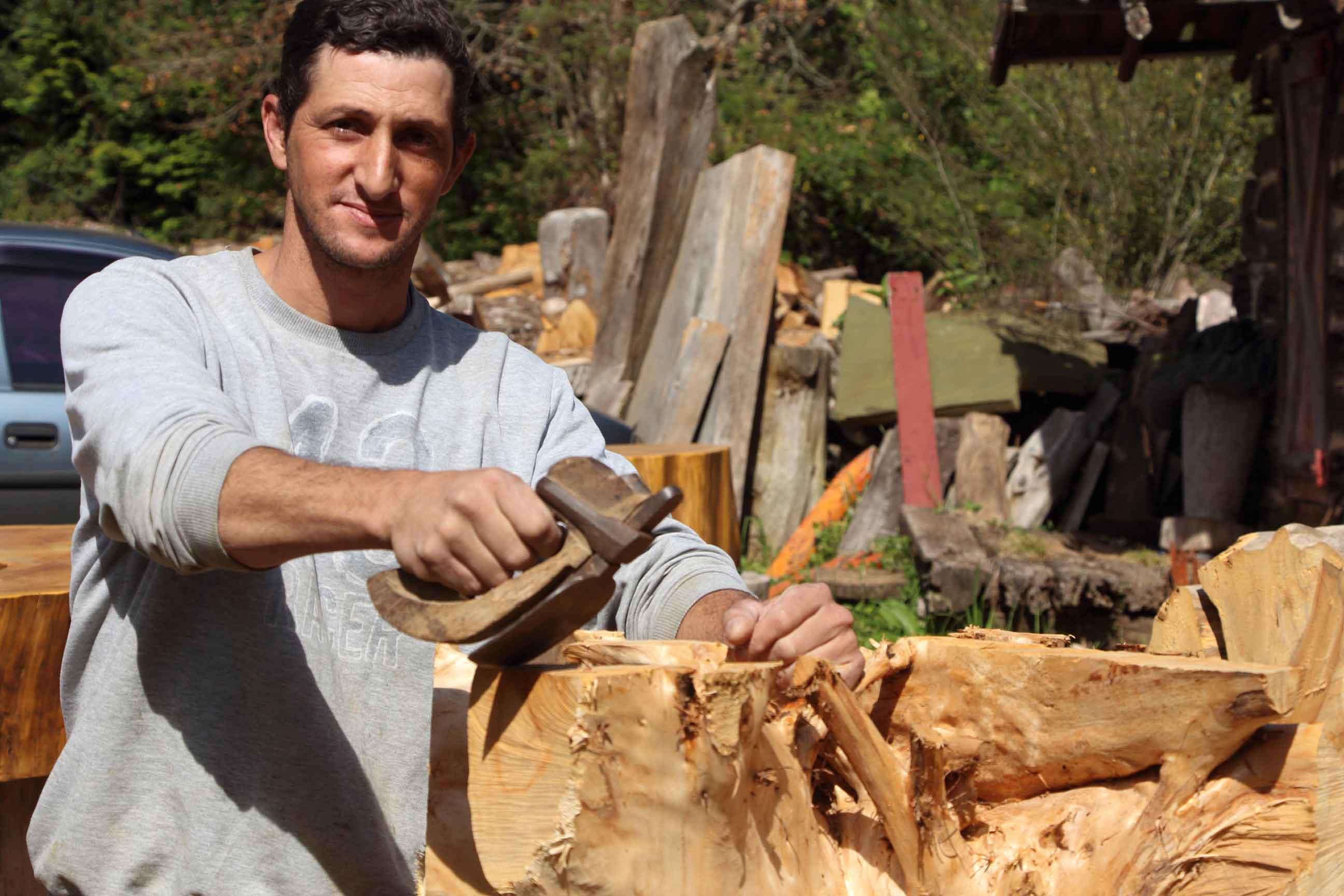 Campos-do-Jordao-Artes-Diego-Jose-da-Costa-madeira-IMG_8692-bx