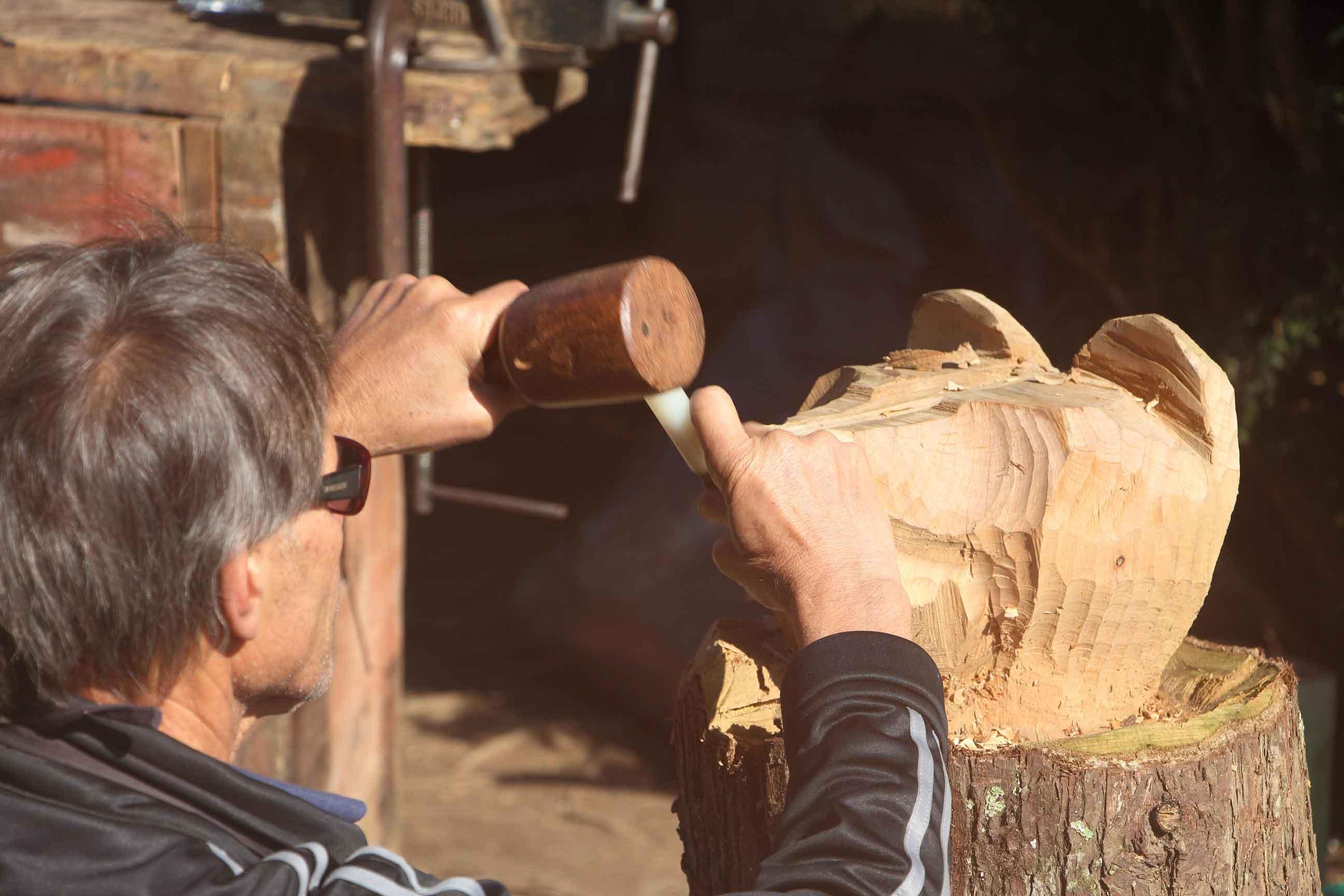 Campos-do-Jordao-Artes-Ivan-de-Lima-madeira-IMG_8210-bx