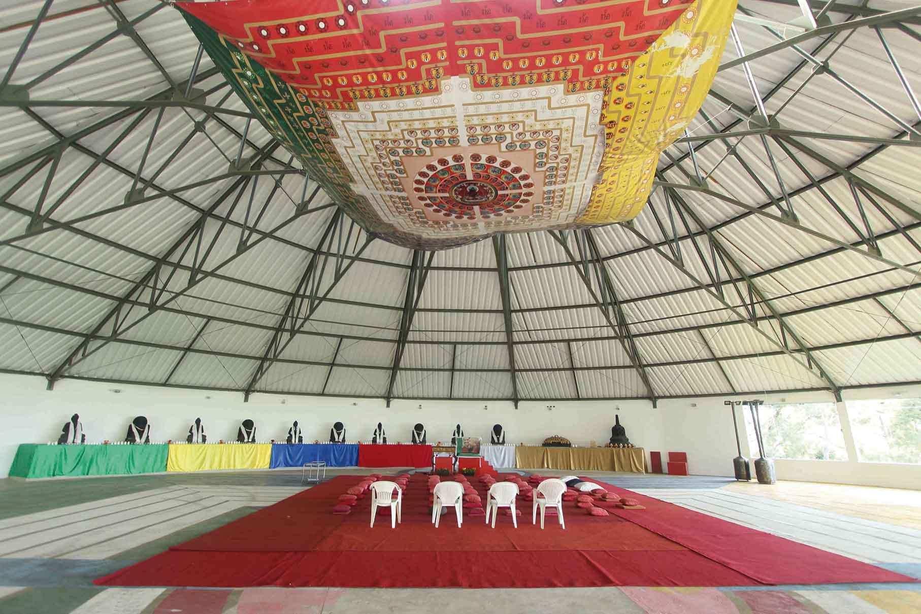 Templo budista-Campos-do-Jordao-Turismo-Espiritual-Interior-do-Templo-do-Grande-Amor-bx