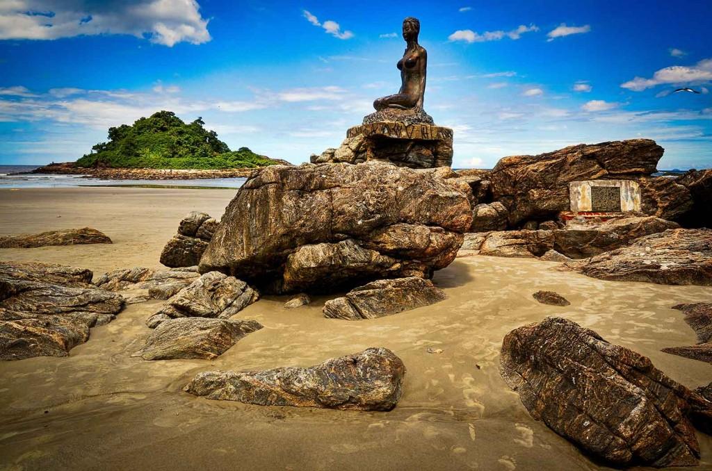 Itanhaem-Turismo-Monumento-Mulheres-de-Areia-ft-Alf-Ribeiro-bx