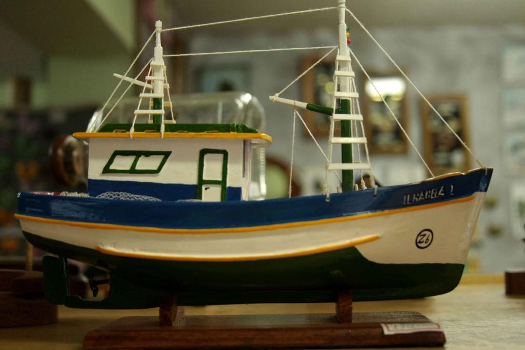 Espaço do Artesão de Ilhabela-artesanato-madeira-traineira-255-bx