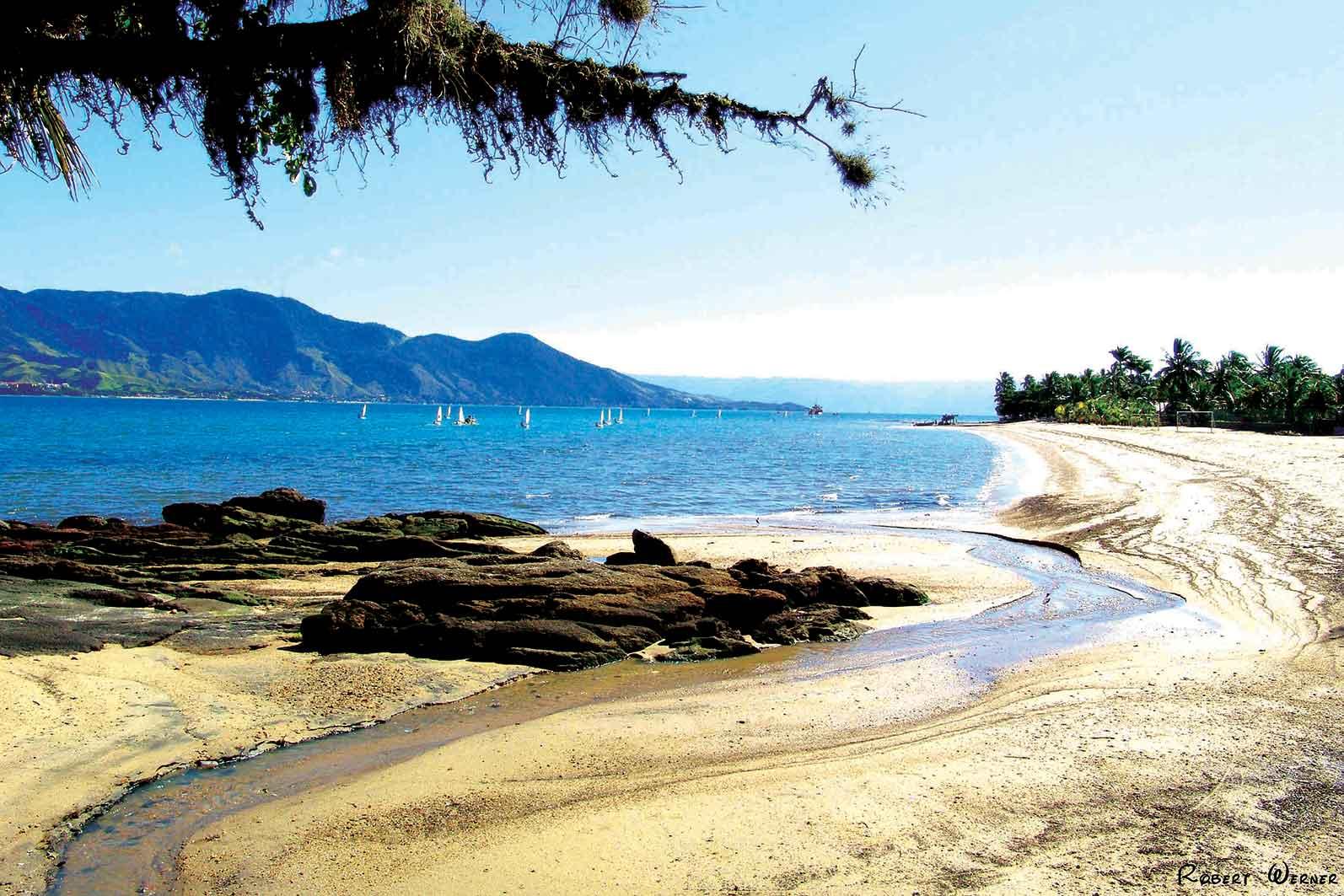 Praias do Centro - Ilhabela-meio-ambiente-praia-de-Itaquanduba-centro-robert-werner-bx