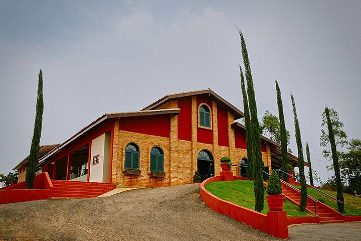Vinhos Micheletto-louveira-Turismo-Rural-adegas-micheletto-ft-Ken-Chu-bx