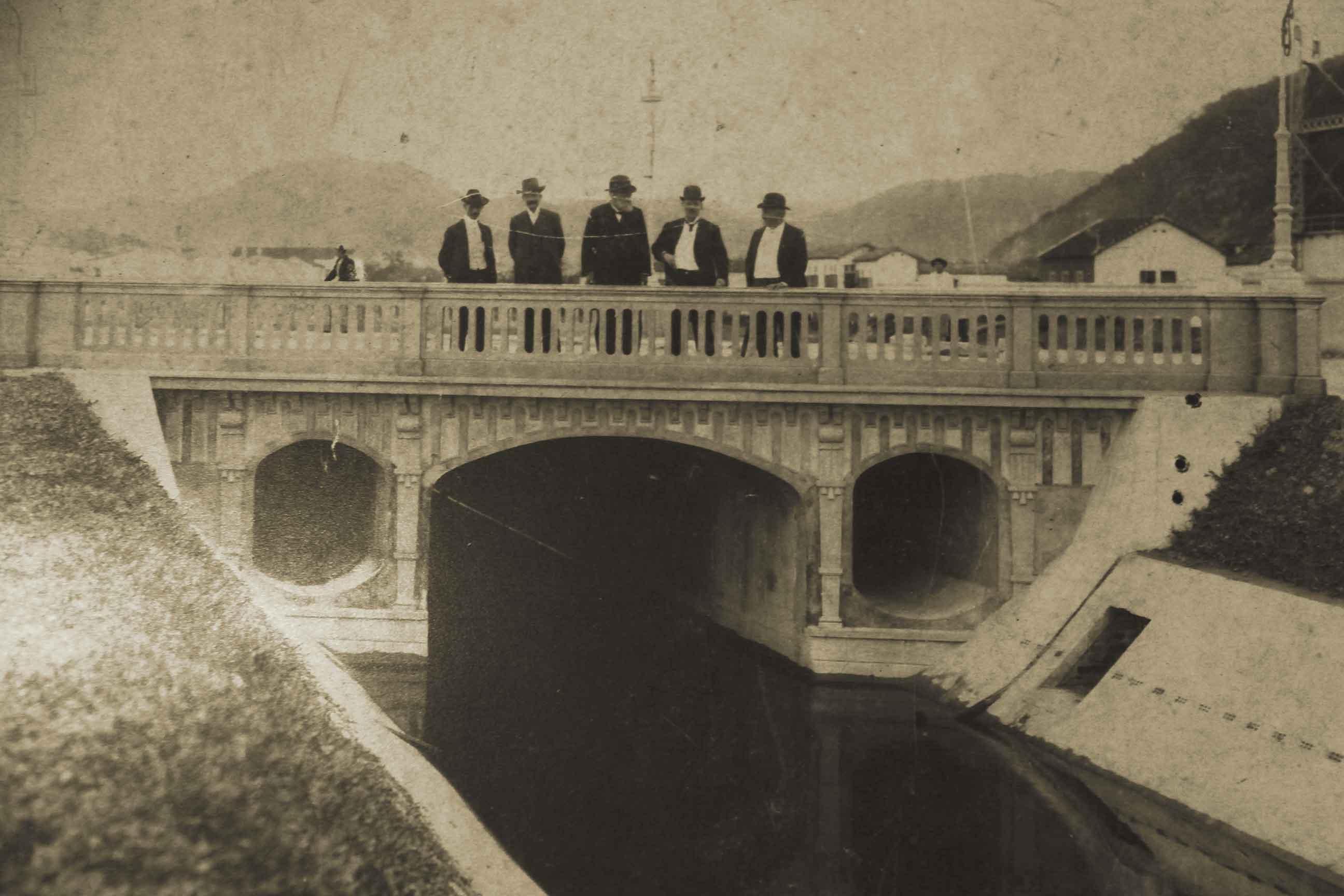 Ponte sobre o canal