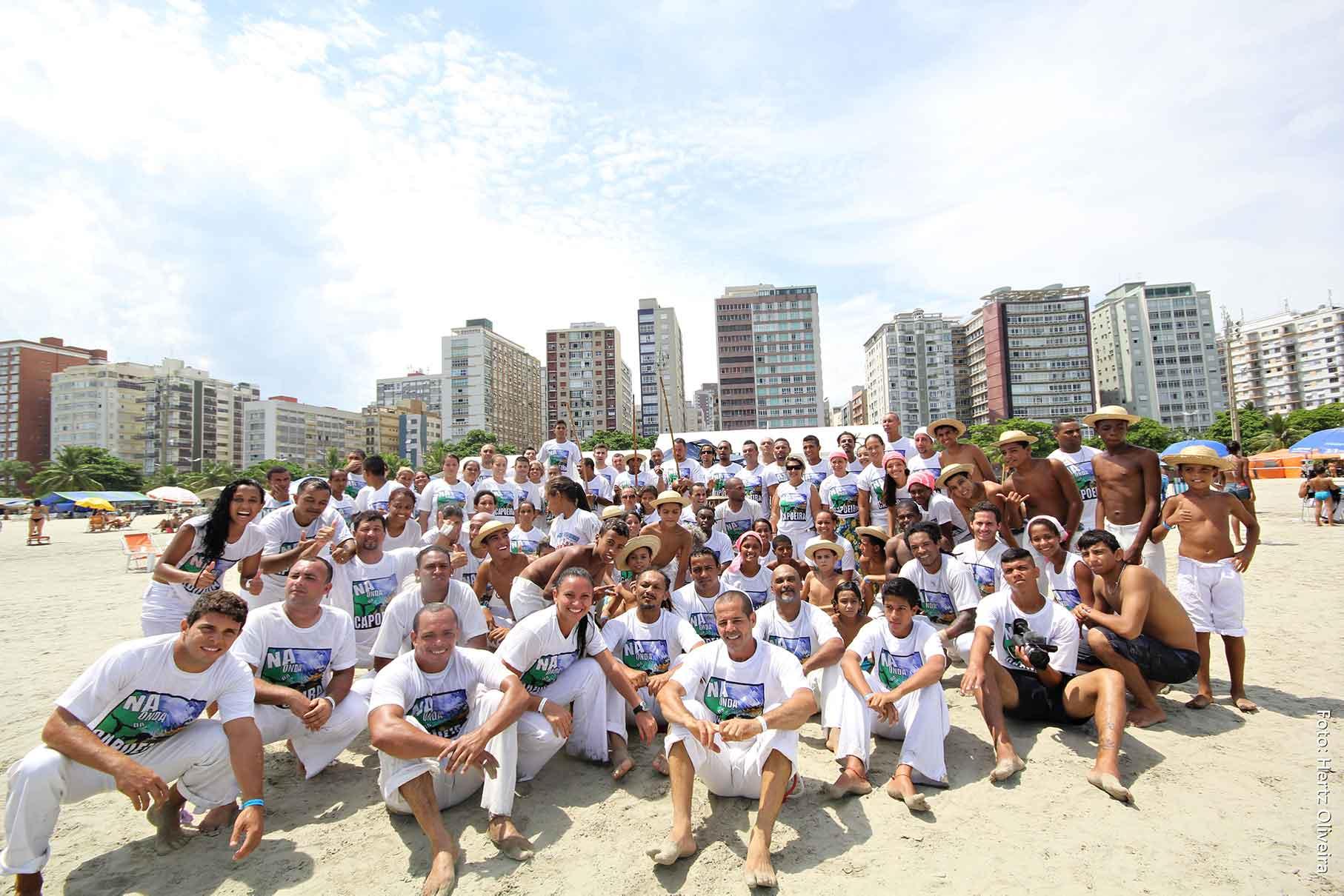 Na Onda da Capoeira em Santos-esporte-praia-bx