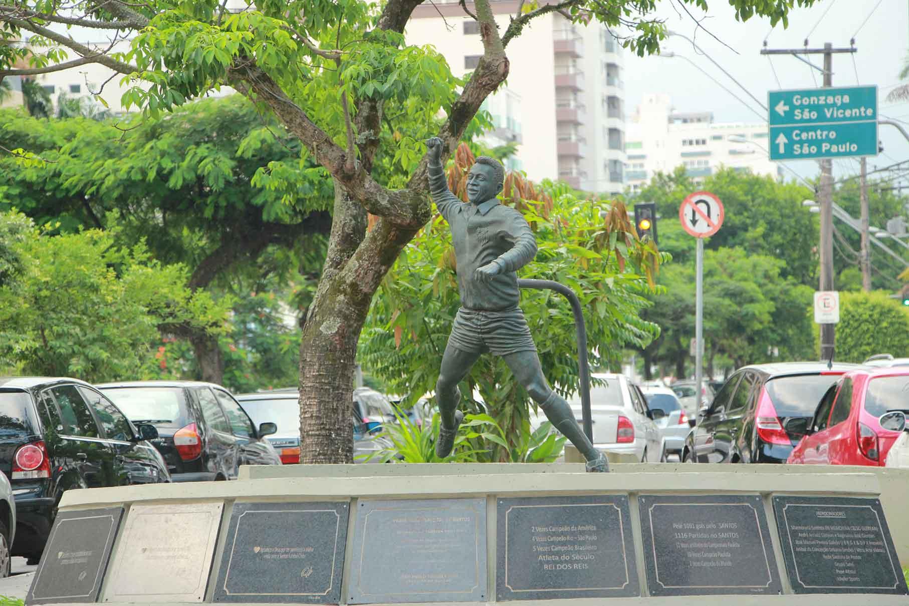 O soco no ar de Pelé, sua marca registrada de comemoração de gol. Esquina da Av. Epitácio Pessoa com a Av. Almirante Cóchrane