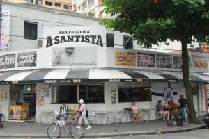 Aqui é um dos locais mais agitados de torcedores do Santos F.C.