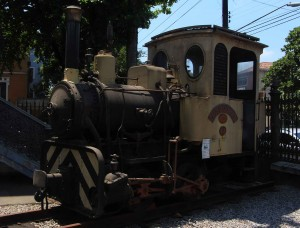 Locomotiva Lavoura, responsável pelo transporte de aterro para a expansão do Porto