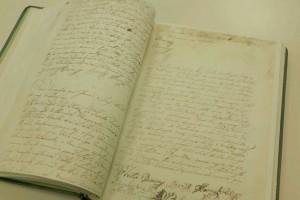 Livro de Ouro aberto no dia da instalação da Câmara Municipal em Dezembro de 1797