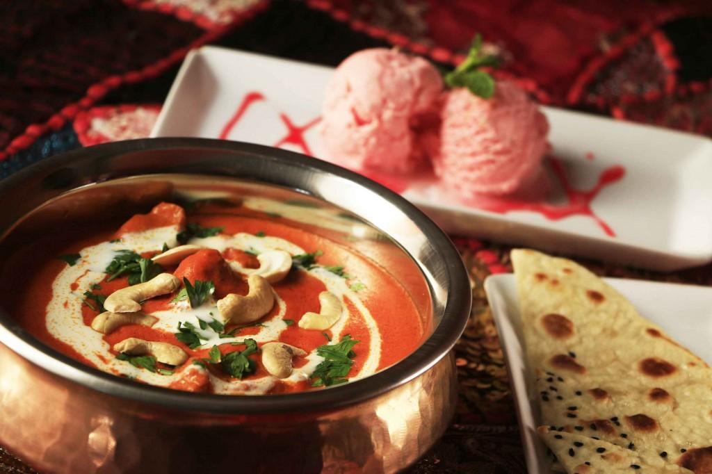 Maharaja: Butter Chicken – Frango Tandoori com molho de tomate, garam massala e manteiga. Sorvete Rosa – artesanal com essências de rosas e mix de frutas secas