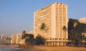 Arquitetura na Rio-Santos-guaruja-arquitetura-edificio-sobre-as-ondas-bx
