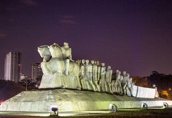 Monumento às Bandeiras no Parque Ibirapuera (São Paulo)