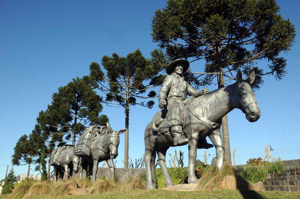 esculturas e monumentos-Monumento Tropeiro - Foto Toninho Vieira